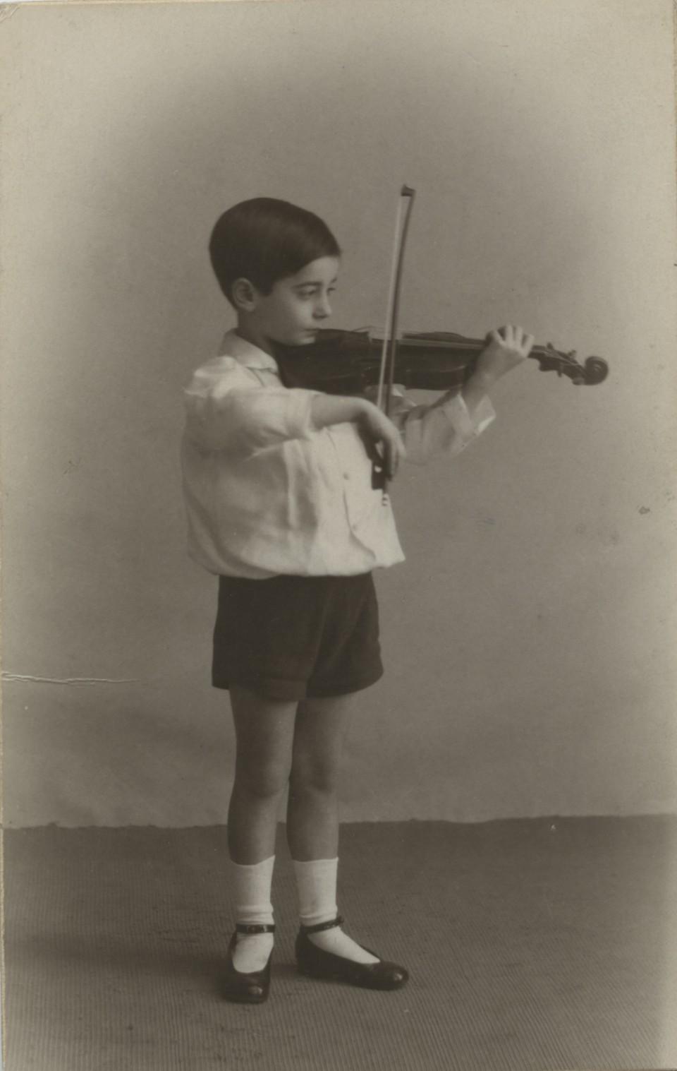 1922 Jacinto Higueras tocando el violín