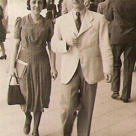 1941.2. JHC con Concha Martín, o madrina Concha, Madrid verano 1941