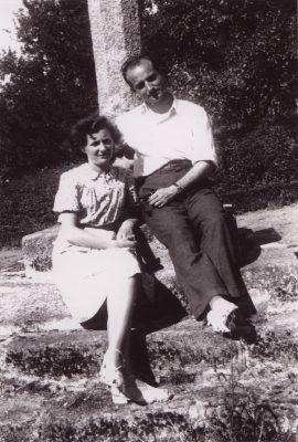 1943.1. JHC con su mujer, Ana, en el Pazo de Sigrás, La Coruña, agosto 1943