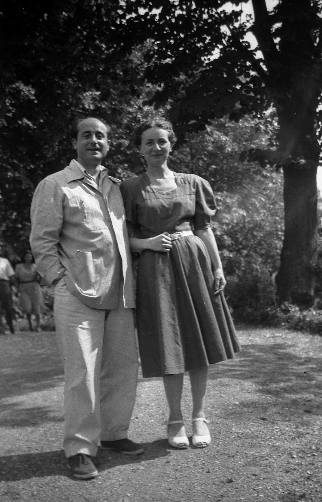 1953. JHC con su mujer, Ana, en Echaide Borda, San Sebastián, verano 1953