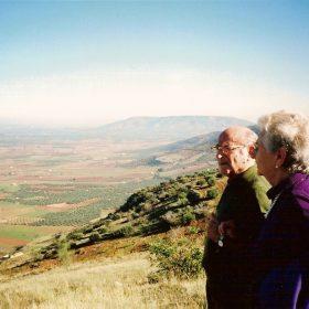 1994. JHC junto a su mujer, Ana, en el Cerrillo de los Almendros, Santisteban del Puerto, Jaén, noviembre de 1994