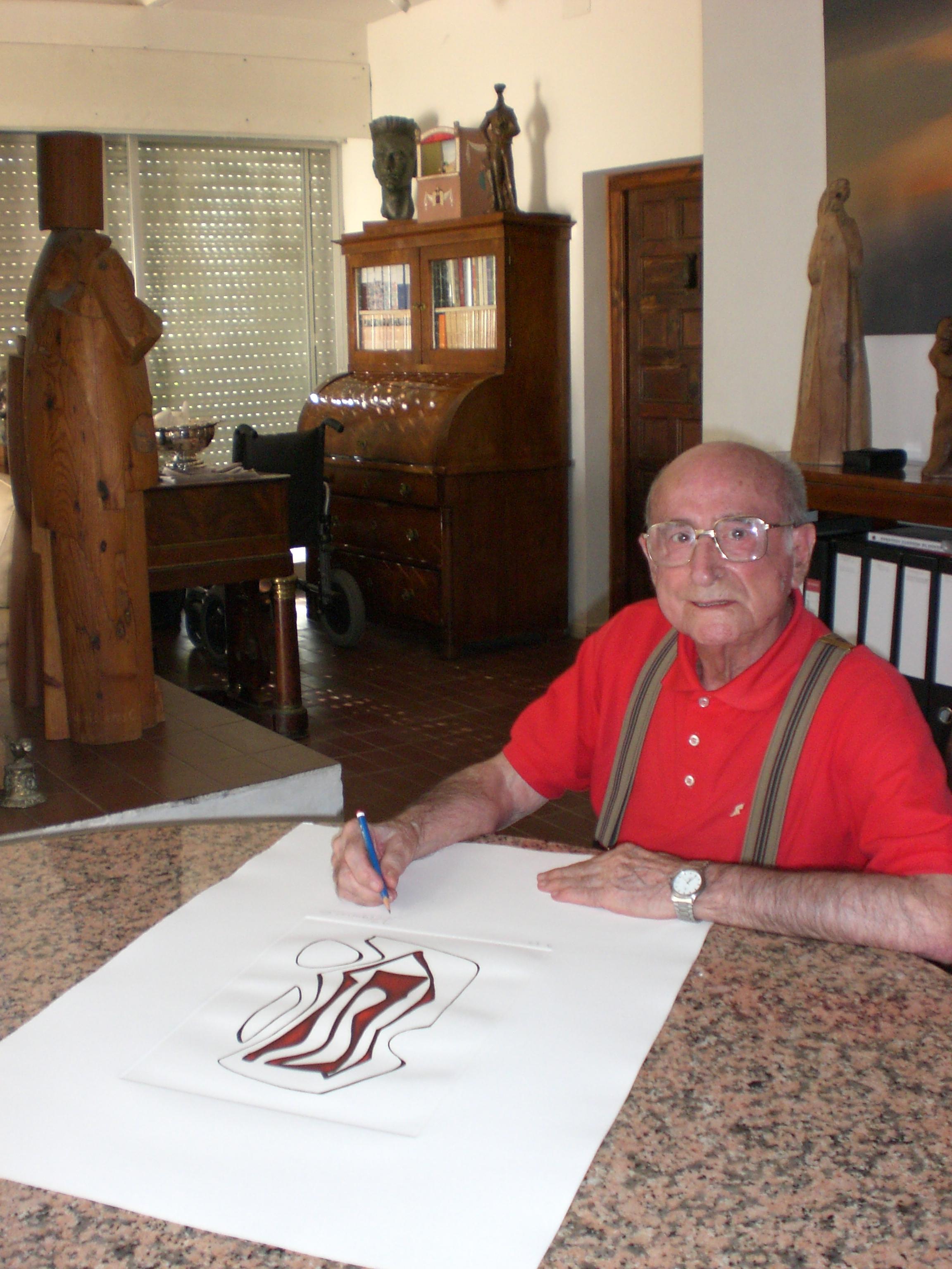 """2007. JHC firmando las series de grabados """"Dibujos Abstractos"""", Molino de la Hoz, agosto 2007"""