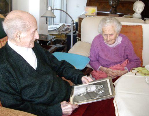 2009.3. JHC, con su mujer, celebrando el 67 aniversario de su boda, Molino de la Hoz, 23 de octubre de 2009