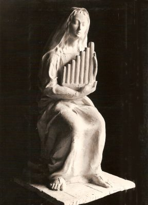 1944.1. Santa Cecilia, madera de limoncillo, 62x24x30 cms. 1944