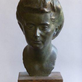 1944.4. Busto de Maruja Rodríguez Aragón, Bronce, 40x26x24 cms. 1944