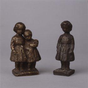 1949.2. Apunte de sus hijas Ana y Lola, 10x6x4 cms. y Apunte de su hija Ana, 10x04x04 cms. Bronce. 1949