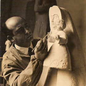 1954.3. Virgen del Collado sobre columna, piedra de Sepúlveda, 130 cms. Monumento público, Santisteban del Puerto, Jaén. 1954