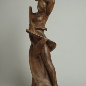 1960.1. Furia Encadenada, madera de ciruelo sin policromar, 80x53x27 cms. 1960