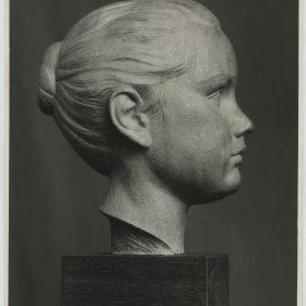 1961.2. Cabeza de la hija del Doctor Varela Uña, Madera de caobilla. 1961