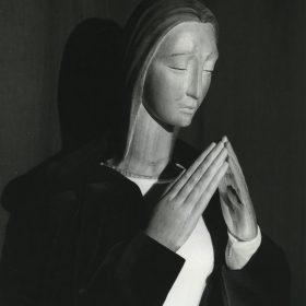 1963.2. Virgen, busto y manos para imagen vestida, madera de limoncillo, sin policromar, tamaño natural. Instituto de enseñanza media Nuestra Señora de la Victoria, Málaga. 1963