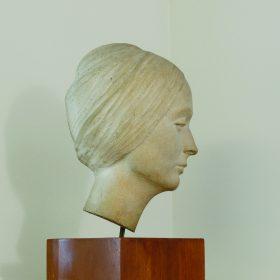 1966.1. Cabeza de María García Valdecasas, hormigón blanco 36x19x39 cms. 1966