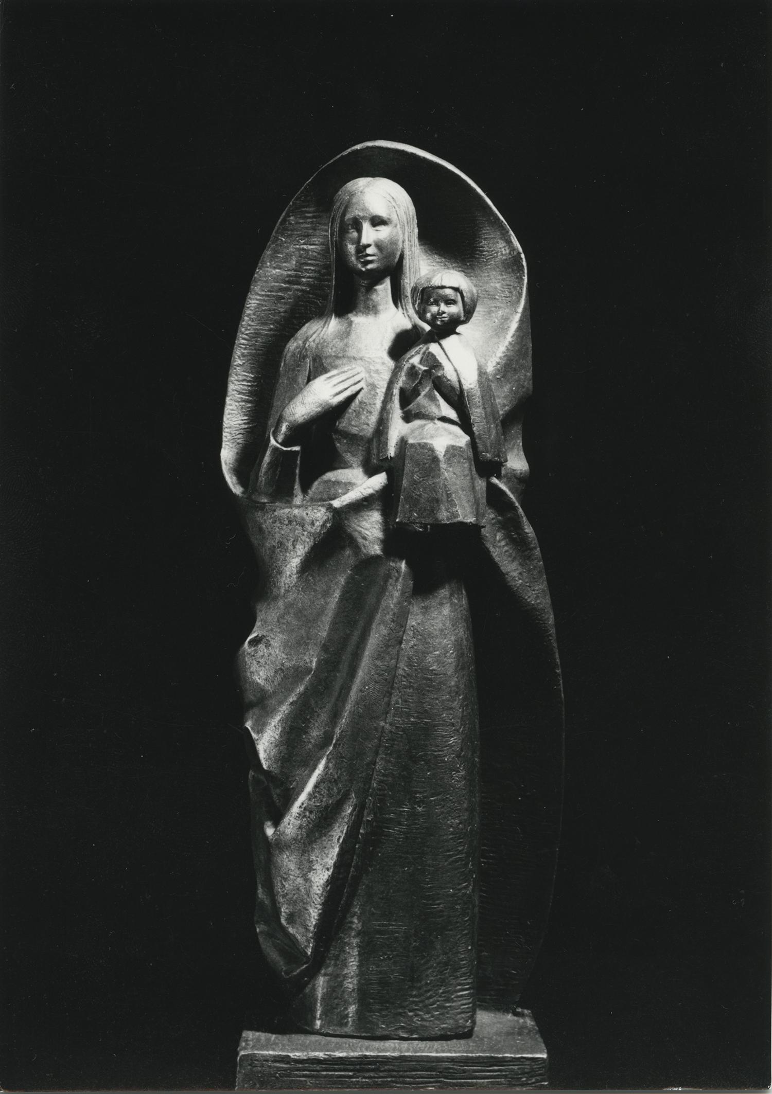 1966.2. Virgen con niño, bronce, 60x24x15 cms. Mausoleo familia Vicente Calderón. Iglesia de San Nicolás del Grao, Gandía, Valencia. 1966