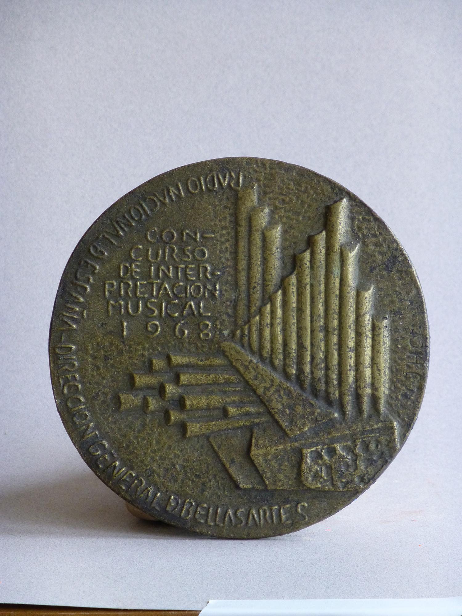 1968.2. A la Música, medalla, bronce, 13x0,4 cms. 1º Concurso Interpretación Musical. R.N.E. 1968