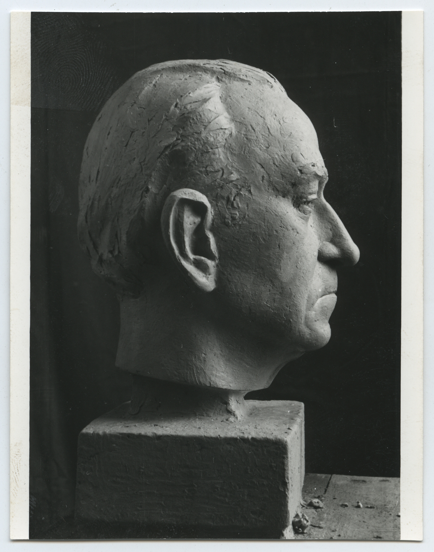 1969.12. Cabeza del compositor Pablo Sorozábal, mayólica, 37x28x29 cms. 1969