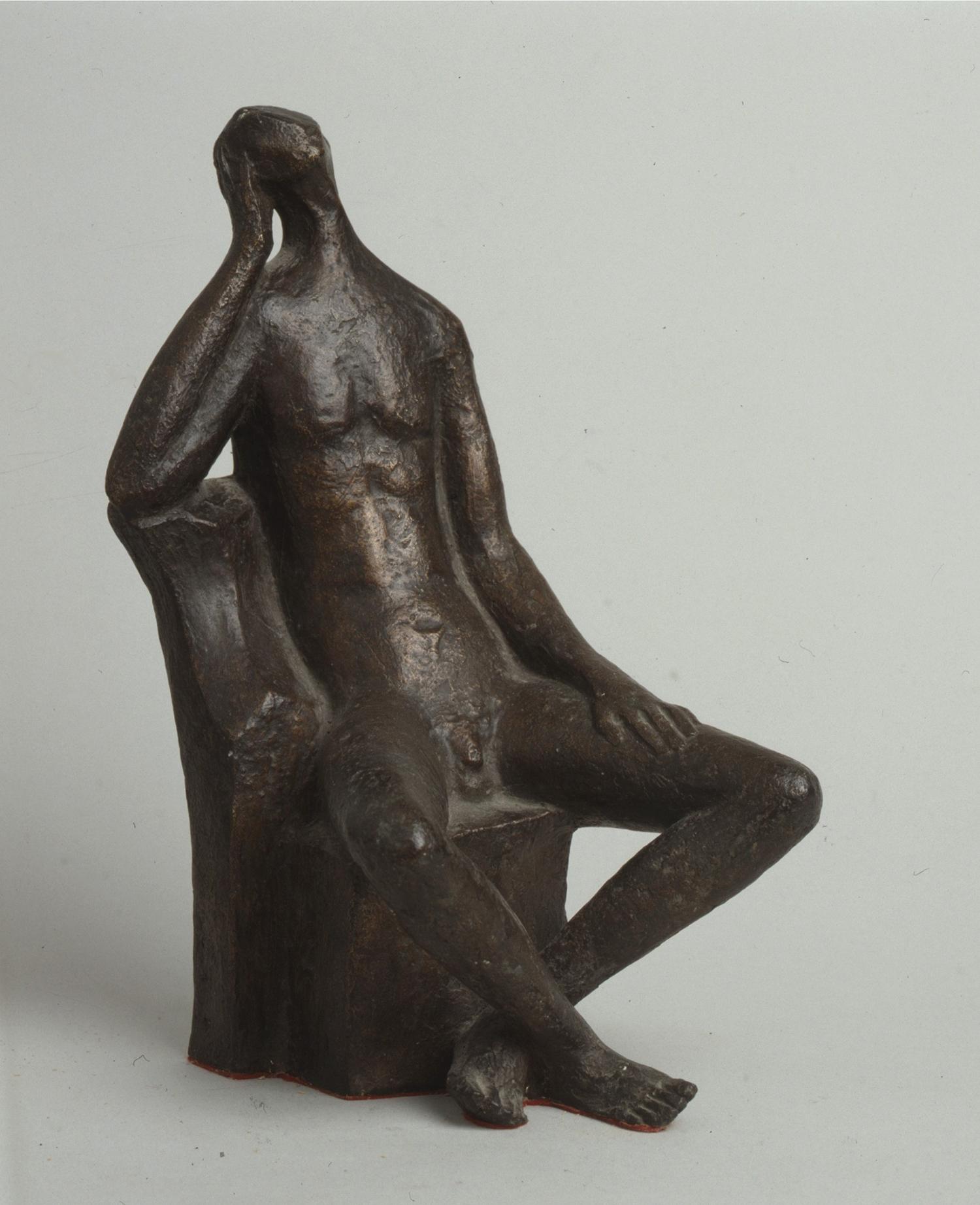 1969.3. Hombre durmiendo, bronce, 25x14x15 cms. Pareja de Desnudo de mujer sentada, 1980. 1969