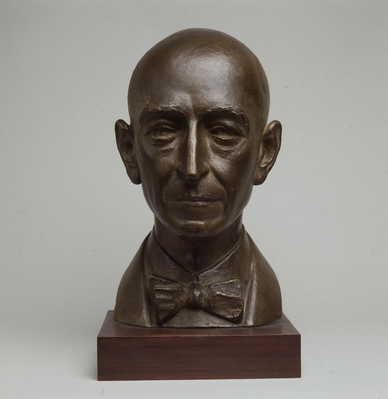 1971.2. Busto del compositor Manuel de Falla, bronce. Escuela Superior de Canto, Madrid. 1971
