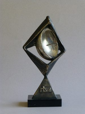 1973.1. Trofeo R.T.V.E., chapa plateada, 23x12,7x5 cms. 1973