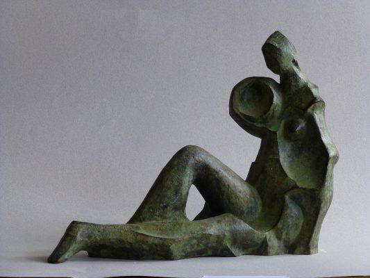 1974.1. Mujer sedente con cántaro, bronce, 24x31x12 cms. Boceto para Fuentes en Avda. de Oporto, Madrid. 1974