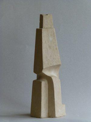 1976.10. Forma Piramidal, barro cocido, 37x13x12 cms. 1976