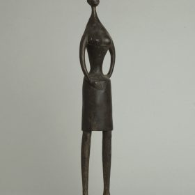 1976.7. Mujer negroide, bronce, 54x12x09 cms.1976