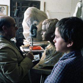 1980.1. JHC, con su nieto Jaime modelando su cabeza en su estudio de Molino de la Hoz, septiembre 1980