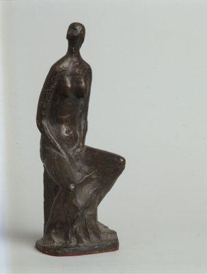 1980.3. Desnudo de mujer sentada, bronce, 29x13x14 cms. Pareja de Hombre durmiendo, 1969. 1980