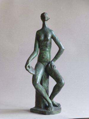 1981.4. Mujer con espejo, bronce, 44x18x14 cms.. 1981