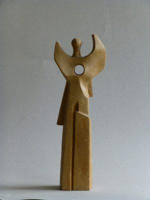 1982.5. Ángel horadado, barro, 31x11x06 cms. 1982