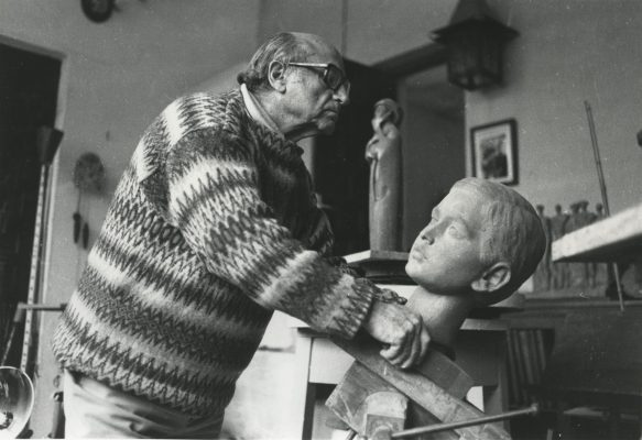 1986.5. JHC, con la cabeza de su nieto Jaime, Molino de la Hoz. 1986