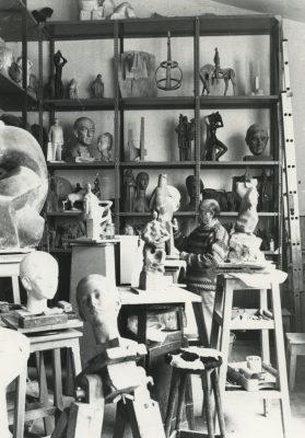 1986.6. JHC, en su estudio de Molino de la Hoz. 1986