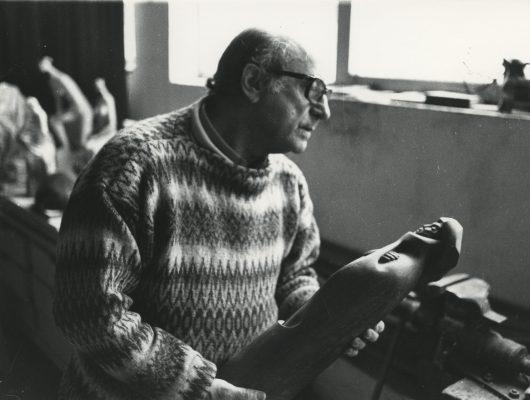 """1986.8. JHC con """"Dante"""", en su estudio de Molino de la Hoz. 1986"""
