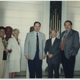 1997.1. JHC con José Luis Chicharro, a la izda., su mujer y su hija Ana y a la dcha. su sobrino Juan Jacinto Higueras, en la Reinauguración del Museo Jacinto Higueras en Santisteban del Puerto, 4 de julio 1997