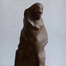1997.2. Mono Sapiens, madera, 28x15x13 cms. 1986 falta pie