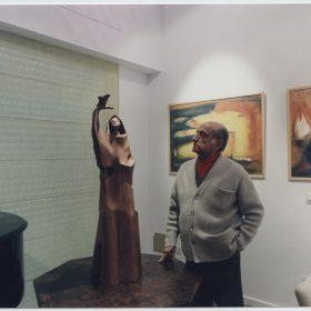 1998.2. JHC, frente al San Francisco de Asís en la Inauguración de la Galería Higueras Arte, en Molino de la Hoz, diciembre 1998