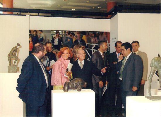 2001.3. JHC junto a la Consejera de Cultura, Carmen Calvo, en la Inauguración Exposición Antológica JHC, en el Edificio Zabaleta de la Universidad de Jaén, 7 de octubre de 2001